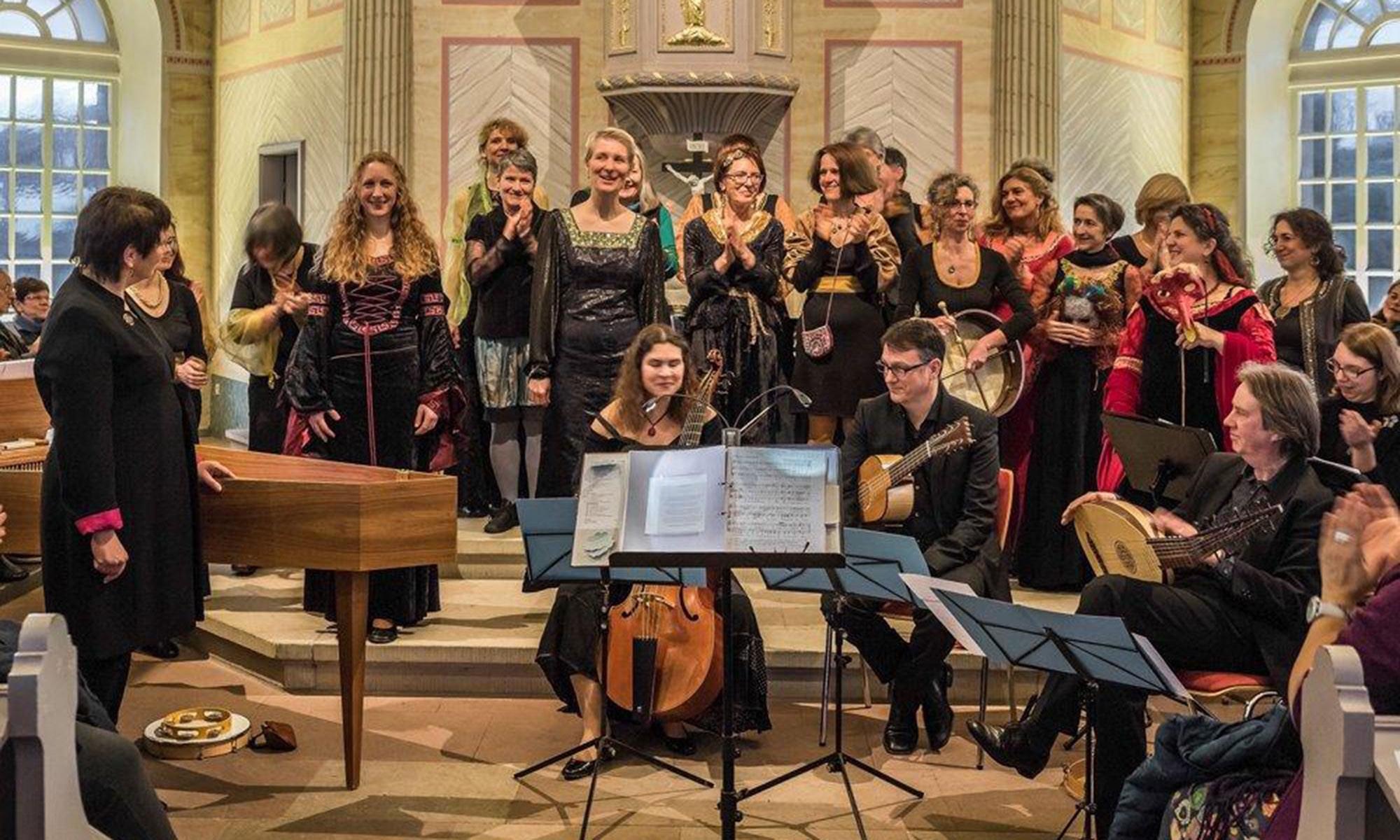 Amei dirigiert Damenchor – Renaissanceprogramm